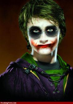 Harry Potter as the Joker Harry Potter, Batman Bad Guys, Everything Burns, Versace, Heath Ledger Joker, Joker Pics, Scary Clowns, Arkham Asylum, Joker Cosplay