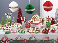 Marshmallow Candy Pops How To - North Pole Treat Ideas - Christmas Party Ideas - Holiday Party Ideas - Party Ideas Christmas Candy Bar, Christmas Birthday Party, Christmas Party Decorations, Christmas Tea, Christmas Holidays, Christmas Sweet Table, Christmas Buffet Table, Grinch Party, Candy Stripes