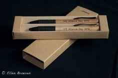 1e order Koning Willem 1 College /   International Studies. Set van balpen en vulpotlood, materiaal bamboo en rubber.