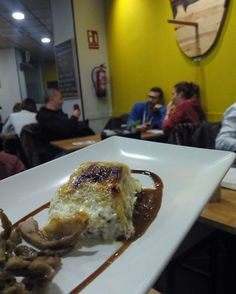 Milhojas de ternasco en Pinocho Gastro Tapas (Calle San Rafael 27, entre la Avenida Madrid y Via Universitas)