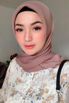 Muslim Girls, Muslim Women, Blonde Beauty, Hair Beauty, Sweet Makeup, Girl Hijab, Hijab Outfit, Bridal Makeup Looks, Beautiful Hijab