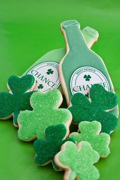 St-Patrick's Day Cookies Pinned By: http://www.cookiecuttercompany.com/ #shamrock #bottle #decorated #cookie