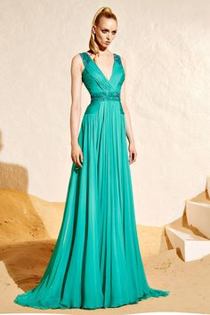 Zuhair Murad Resort 2015 Fashion Show Collection: See the complete Zuhair Murad Resort 2015 collection. Look 21 Beautiful Gowns, Beautiful Outfits, Couture Fashion, Runway Fashion, Latest Fashion, Dress Vestidos, Evening Dresses, Formal Dresses, Designer Gowns