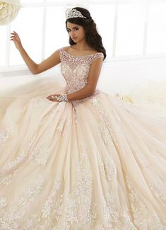 quinceanera dresses Beaded Floral Lace Quinceanera Dress by House of Wu of Wu-ABC Fashio… Champagne Quinceanera Dresses, Pretty Quinceanera Dresses, Quinceanera Party, Quinceanera Decorations, Quincenera Dresses White, White Quince Dresses, Quinceanera Planning, Quince Decorations, Sweet 15 Dresses
