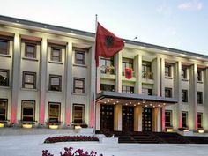 Presidenti Bujar Nishani ka nisur konsultimet me kryetarët e grupeve parlamentare për plotesimin e dy vendeve vakantë në Gjykatën e Lartë.
