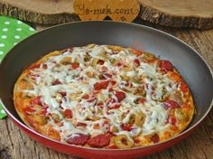 Tava Pizzası Resimli Tarifi - Yemek Tarifleri Best Picture For World Cuisine poster For Your Taste You are looking for something, and it is going to tell you exactly what you are looking for, and you Pizza Recipes, Cooking Recipes, Turkish Pizza, Turkish Recipes, Ethnic Recipes, Turkish Kitchen, Cuisines Design, Food Design, Food And Drink