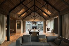 New houses in spectacular locations featured strongly in the 2017 Southern Architecture Awards, announced on 9 June. Architecture Awards, Modern Architecture, New Zealand Architecture, Central Otago, Southern Architecture, Thai House, House Rooms, Modern Rustic, Modern Barn