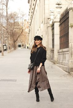 Skirt With Geometrical Print Midi skirt geometrical print marc jacobs watch over the knee boots givenchy bag winter outfit street Modest Winter Outfits, Winter Boots Outfits, Outfit Winter, Midi Rock Outfit, Midi Skirt Outfit, Moda Outfits, Chic Outfits, Fashion Outfits, Printed Skirt Outfit