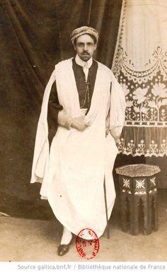 Reynaldo Hahn in an oriental costume. (http://gallica.bnf.fr/ark:/12148/btv1b77210829/f10.item#)