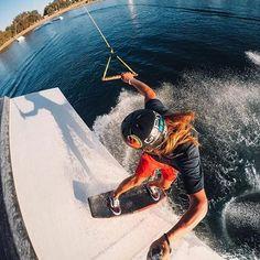Y por aquí me subo yo.. alehoh!!! #gopro #kitesurf #surfacrobático #sobremitabla #yosoydeagua #deportesacuaticos #alquilargopro
