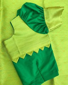 Best 12 Puffed sleeves with zigzag pattern – SkillOfKing. Cotton Saree Blouse Designs, Kids Blouse Designs, Simple Blouse Designs, Stylish Blouse Design, Sari Blouse, Hand Designs, Designer Blouse Patterns, Dress Patterns, Blouse Models