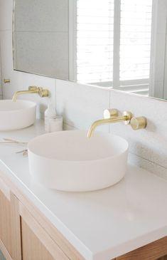 Coastal Bathrooms, Dream Bathrooms, Beautiful Bathrooms, Bathroom Tapware, Bathroom Renos, House Cladding, Timeless Bathroom, Cedar Homes, Bathroom Inspiration