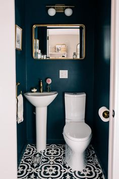 Small Space Squad Home Tour: Jess Ann Kirby smallspaces tinyhouse livesmall smallspacesquad hometour housetour 155866837090116061 Small Downstairs Toilet, Small Toilet Room, Downstairs Cloakroom, Cloakroom Toilet Small, Cloakroom Toilets, Hall Bathroom, Master Bathroom, Bathroom Design Small, Bathroom Interior Design