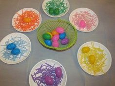 Yesterday I made my own Easter grass and I am using part of the colorful shredded grass to make a sorting game for the kids. I started by gluing a handful of colorful shredded grass to paper plates. Easter Activities, Spring Activities, Holiday Activities, Preschool Crafts, Easter Crafts, Toddler Activities, Preschool Activities, Teach Preschool, Preschool Classroom