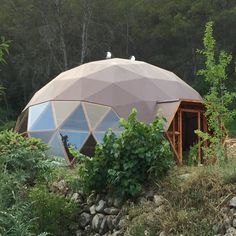 Visita la entrada para saber más Earthship, Glamping, Dome Structure, Geodesic Dome Homes, Dome Tent, Dome House, Small Buildings, Round House, Sauna