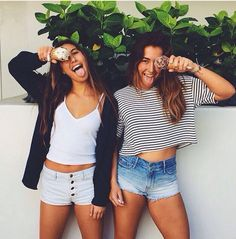 swaging out with your bff with a white crop top,white shorts and a black sweater. Best Friend Pictures, Bff Pictures, Friend Photos, Best Friend Goals, My Best Friend, Leila, Best Friends Forever, Belle Photo, Besties