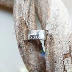White gold signet ring ladies style www. Ladies Style, Signet Ring, Tie Clip, Jewelry Design, Jewelry Making, White Gold, Lady, Rings, Womens Fashion