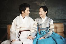 Actors Eugene and Ki Tae Young are another couple that met on set. Eugene and Ki Tae Young started dating shortly after meeting on set of the 2009 drama Creating Destiny. They got married in 2011 and welcomed their baby girl in April. Korean Traditional Dress, Traditional Fashion, Traditional Outfits, Korean Celebrity Couples, Korean Celebrities, Korean Hanbok, Korean Dress, Ki Tae Young, Korean Wedding Traditions