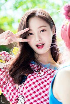모모랜드 연우/연우 사진/연우 고화질/연우 배경화면/연우 움짤 : 네이버 블로그 Kpop Girl Groups, Korean Girl Groups, Kpop Girls, Cute Girl Pic, Cute Girls, Cool Girl, Sexy Asian Girls, Beautiful Asian Girls, Vietnam Girl