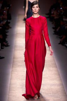 Kati Nescher au défilé Valentino http://www.vogue.fr/mode/cover-girls/diaporama/le-top-kati-nescher-en-50-looks/10320/image/639063#valentino