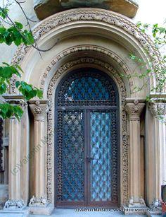 """""""Inter-war Venetian"""" synthetic style doorway, Bucharest"""