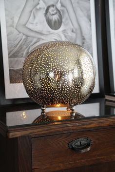 Sikri bordlampa i silver Kugel, Globe, Chandelier, Ceiling Lights, Living Room, Lighting, Interior, Home Decor, Beautiful Homes