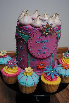 LOVE the gold tips on the meringue! Arabian Party, Arabian Nights Party, Mini Cakes, Cupcake Cakes, Baby Cakes, Moroccan Party, Moroccan Theme, Indian Party Themes, Princess Jasmine Party