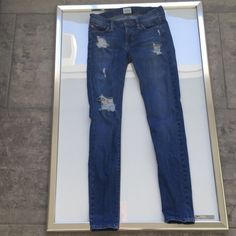 """Hudson blue krista distressed skinny jeans size 24 Hudson blue krista distressed skinny jeans size 24..pre-loved only used a few times purchased last season super cute still selling online full price I paid $185 these have a gorgeous distressing to them which is very in right now these fit true to size..inseam 29"""" Hudson Jeans Jeans Skinny"""