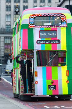 artist magda sayeg has created a knitted a double-decker bus for the 'feels good to be you' campaign. London Bus, London Street, Converted Bus, Street Installation, Routemaster, Double Decker Bus, Red Bus, Mobile Art, Bus Coach