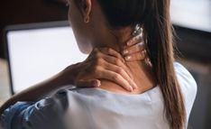 Technika Bowena – manualna terapia ciała, sposób na napięcia wywołane długotrwałym stresem Posture Exercises, Neck Stretches, Sore Neck, Neck Pain, Daily Stretching Routine, Shoulder Tension, Chiropractic Clinic, Muscle Strain, Fibromyalgia Pain