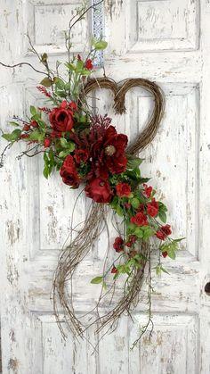 Diy Valentines Day Wreath, Valentines Flowers, Valentines Day Decorations, Valentine Day Crafts, Diy Valentine's Day Decorations, Valentine's Day Diy, Summer Wreath, Diy Wreath, Wreaths For Front Door