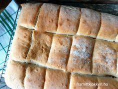 Lyst brytebrød - Fra mitt kjøkken Hot Dog Buns, Hot Dogs, Bread, Food, Breads, Baking, Meals, Yemek, Sandwich Loaf