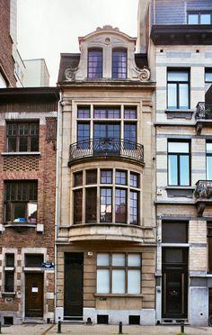 Vernacular Architecture, Classic Architecture, Architecture Design, Balcon Juliette, Art Nouveau, Building Aesthetic, Box Houses, Castle House, Building Facade
