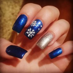Solar nails with shellac and snowflakes design