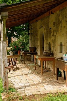Love this rustic outdoor space.  It's a simple design that really works to create something wonderful.