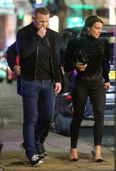 b06d285f030b Coleen Rooney joins husband Wayne and her parents for dinner in Cheshire |  Daily Mail Online