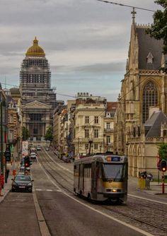 Calle que va desde el Palacio Royal hasta Notre Dame du Sablon. Al fondo el Palacio de Justica