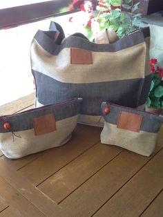 Conjunto bolsa playa y neceseres a juego plastificados en su interior para cremas, bañadores, etc.