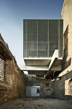 Auditorio en el convento de Sant Francesc Santpedor/Spain/2011 #modern #architecture