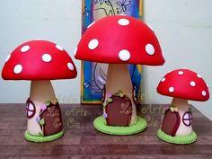 Lindo trio de cogumelos modelados e revestidos em biscuit, rico em detalhes, feito por mim! Com certeza dará um charme ainda maior na festa da sua princesa!  Perfeito para decorarem temas como princesas, jardim encantado, fadas e o que mais desejar!