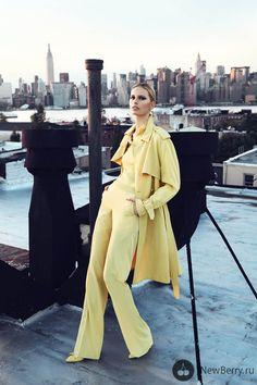 A über model checa Karolina Kurkova em ensaio para a Elle Czech de com o look todo amarelo da grife italiana Bottega Veneta. Look Fashion, High Fashion, Womens Fashion, Net Fashion, Trendy Fashion, Photo Glamour, Paris Chic, Looks Street Style, Mode Editorials