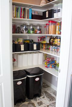 Very good ideas for organization in pantry!