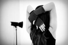 Guanti scaldamani anticipazione collezione Inverno 2014/15 Rovida Design. Fotografi: Studio Arienti Modella: Chiara De Mastro #fingerlessgloves #madeintuscany #creatividimaremma #rovidadesign