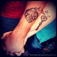 """490 """"Μου αρέσει!"""", 18 σχόλια - Lea Vendetta (@leavendetta) στο Instagram: """"Today's Fun at @hhtattoolasvegas at @hardrockhotellv #LasVegas ..Another custom couple #Tattoo !! I…"""""""