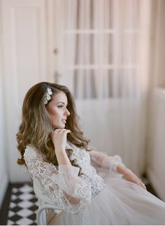 The fine art bride | Lace gown with big sleeves | Rich in detail gown | Bridal styling | Headpiece | Fine Art Destination Wedding Photographer Madalina Sheldon