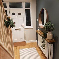 Entrance Hall Decor, Hallway Ideas Entrance Narrow, Narrow Hallways, Entrance Halls, Modern Hallway, Narrow Entryway, Small Entrance, Modern Staircase, Rustic Hallway Table