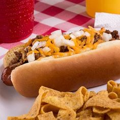 Delicious Ball Park Brand® Franks are even better when topped with hearty Texas chili, freshly grated cheese and chopped sweet onion. Texas Chili, Chili Cheese Dogs, Chili Dogs, Salmon Cakes, Crab Cakes, Chilli Hot Dog, Hot Dog Recipes, Chilli Recipes, Sandwich Recipes