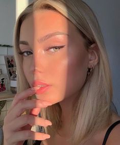 natural makeup looks \ natural makeup . natural makeup for brown eyes . natural makeup for black women . natural makeup looks . natural makeup for blue eyes . natural makeup for green eyes Beauty Make-up, Beauty Hacks, Hair Beauty, Beauty Tips, Beauty Skin, Beauty Care, Best Highlighter Makeup, Skin Makeup, Cat Eye Makeup