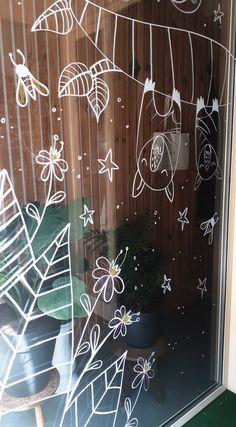 Raamtekening @ In'tgrün Hasselt   MUURTEKENING Curtains, Shower, Bathroom, Illustration, Prints, Rain Shower Heads, Washroom, Blinds, Full Bath