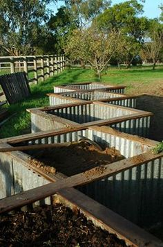 Diamond pattern raised garden beds - easy access... The only problem about this style is it would be hard to mow grass around it's edge.